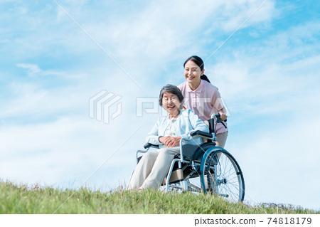 간호 보육 야외 74818179