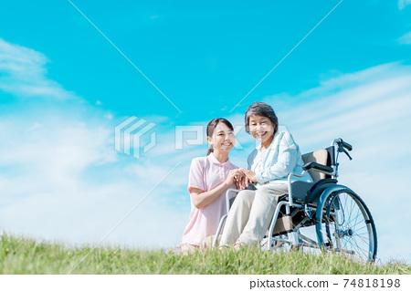 간호 보육 야외 74818198