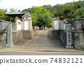[New Shikoku Mandala Sacred Ground] No. 2 Hasedera entrance and crape myrtle flower, Naruto City, Tokushima Prefecture 74832121