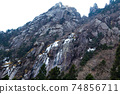 從後山步道看到的五座莊登山岩牆 74856711