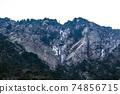 從後山步道看到的五座山登山藤內牆 74856715