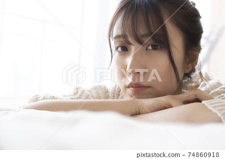 예쁜 여성 인물 74860918