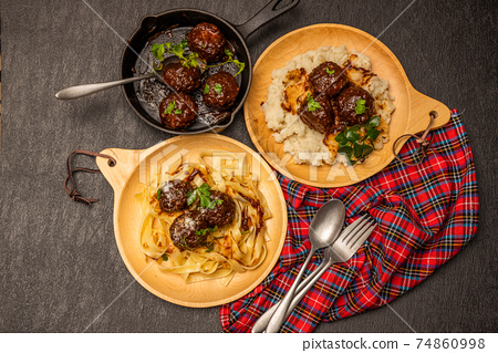 미트볼 tomato sauce meatballs 74860998
