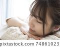 A woman who sleeps 74861023