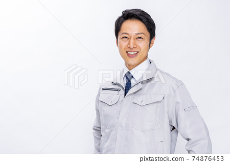 工人男性白色背景 74876453