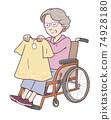 坐在輪椅上逛街 74928180