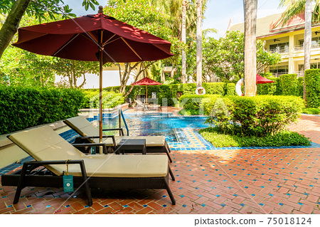 bed pool around swimming pool in hotel resort 75018124
