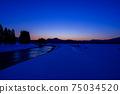 秋田縣的冬天的黃昏,雪景,河川,自然風光 75034520