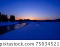 秋田縣的冬天的黃昏,雪景,河川,自然風光 75034521