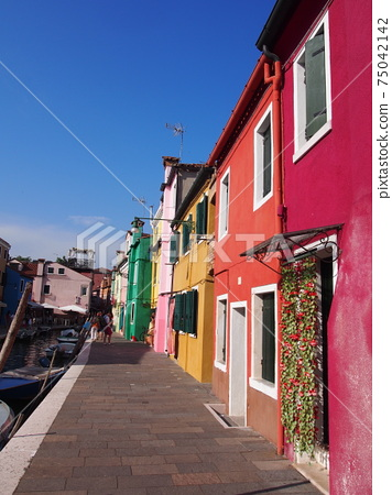 Colorful cityscape of Burano, Italy 75042142