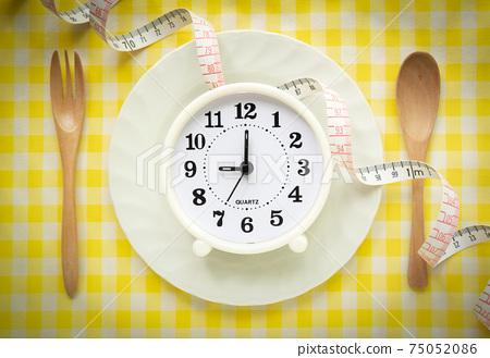 用餐時間的健康管理時鍾健康管理膳食管理 75052086