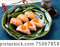 Sushi (salmon, roasted salmon, salmon roe). 75067858