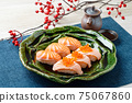 Sushi (salmon, roasted salmon, salmon roe). 75067860