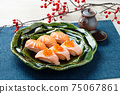 Sushi (salmon, roasted salmon, salmon roe). 75067861