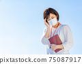 Mask woman unwell 75087917