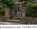 House with a gate 75090760