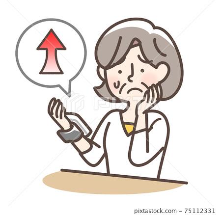 혈압이 높은 여성 할머니 75112331
