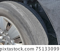 닳은 타이어 75133099
