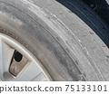 닳은 타이어 75133101