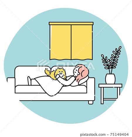 一個女人和一條狗在客廳沙發上睡覺 75149404