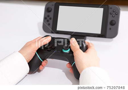 Stay home at hand to play games 75207848