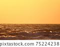 海和地平線在黃昏染上 75224238