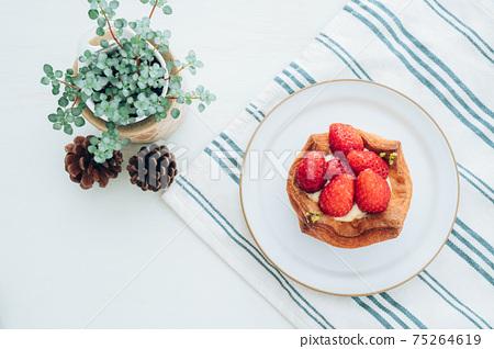 草莓蛋c丹麥糕點 75264619