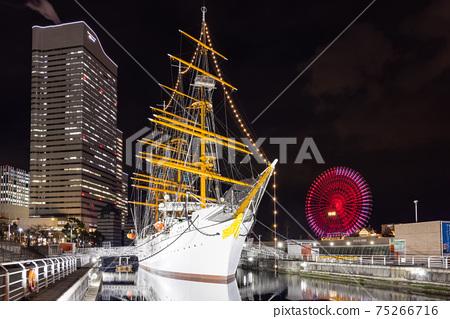 橫濱港未來,日本丸,宇宙時鐘的夜景 75266716