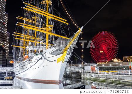 橫濱港未來,日本丸,宇宙時鐘的夜景 75266718
