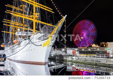 橫濱港未來,日本丸,宇宙時鐘的夜景 75266719