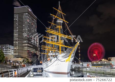 橫濱港未來,日本丸,宇宙時鐘的夜景 75266722