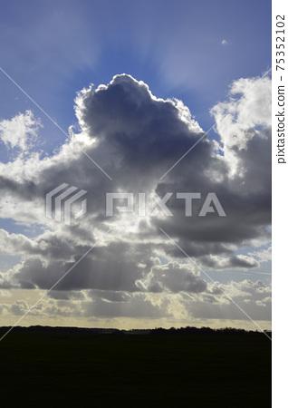 하늘과 구름과 햇빛 75352102