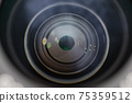 카메라 렌즈의 조리개 날개의 모습 75359512