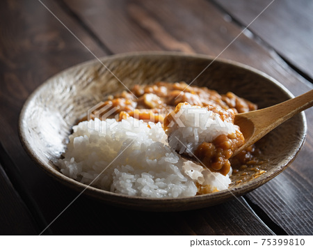 Japanese curry rice made by boiling vegetables. 75399810