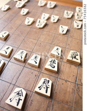 Shogi match with a tasteful shogi board 75416382