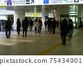 Commuter businessmen 75434901