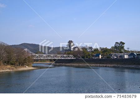 [일본 100 대 성] 일급 하천 아사히카와 오카야마 성 및 조작 산 겨울 맑은 하늘 오카야마 현 오카야마시 키타 구 75483679