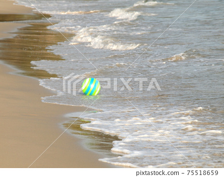 green ball on the beach 75518659