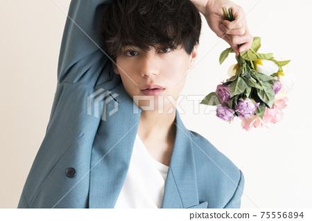 꽃을 가진 남자의 초상 75556894