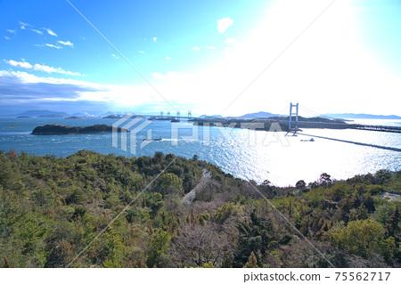 슈잔 전망대에서 본 세토 대교와 세토 나이 카이의 섬 오카야마 현 쿠라 시키시 75562717