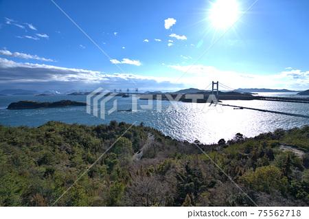 슈잔 전망대에서 보이는 세토 대교와 세토 나이 카이의 다 도미 오카야마 현 쿠라 시키시 75562718