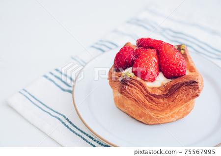 草莓蛋c丹麥糕點 75567995