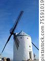 """""""曼徹斯特的白色風車""""在蔚藍的天空中閃耀著西班牙 75591019"""