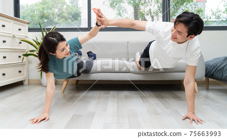 Couple exercise at home 75663993