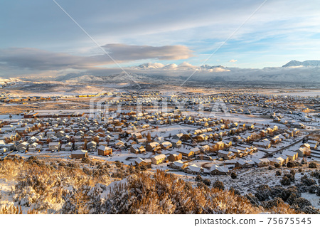 Houses and mountain on a picturesque valley landscape on a snowy winter day 75675545
