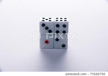 簡單骰子的形象 75686700