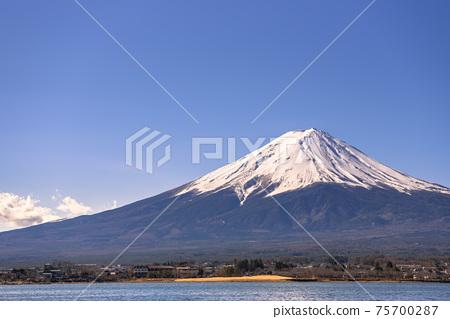 晴朗的天空,富士山和川口湖 75700287