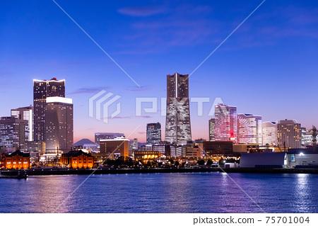 充滿光的橫濱港未來大廈 75701004