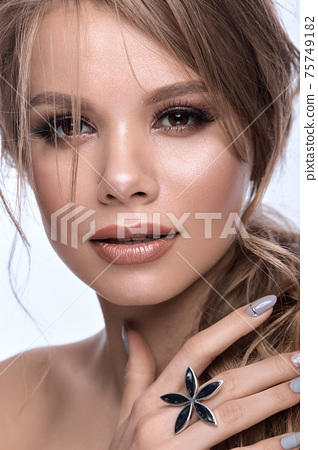 Pretty girl with easy hairstyle, classic makeup, nude lips and manicure design. Beauty face 75749182
