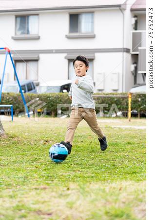 足球公園男孩 75752473